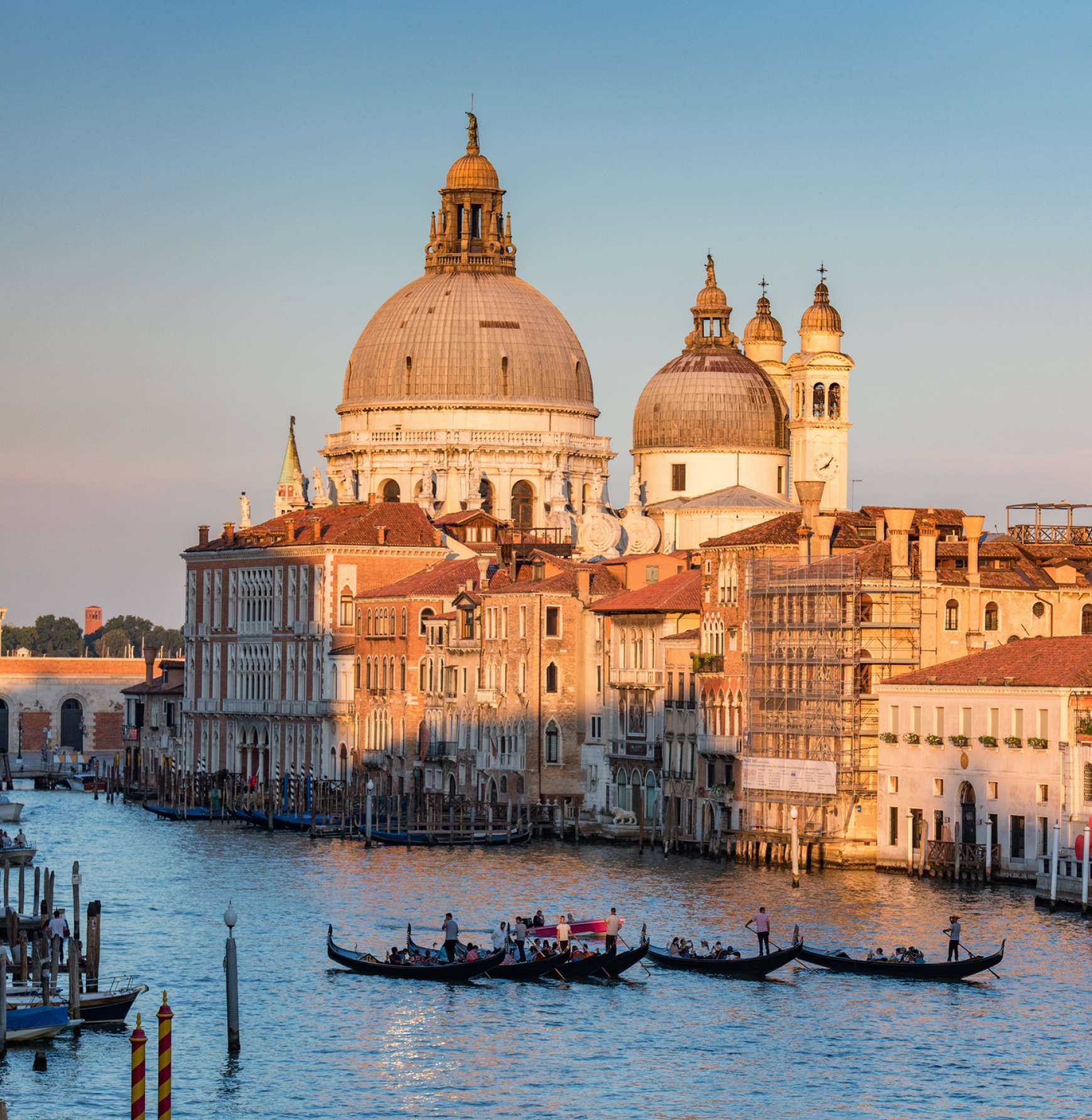Sunset view of the majestic palaces & villas along the Grand Canal
